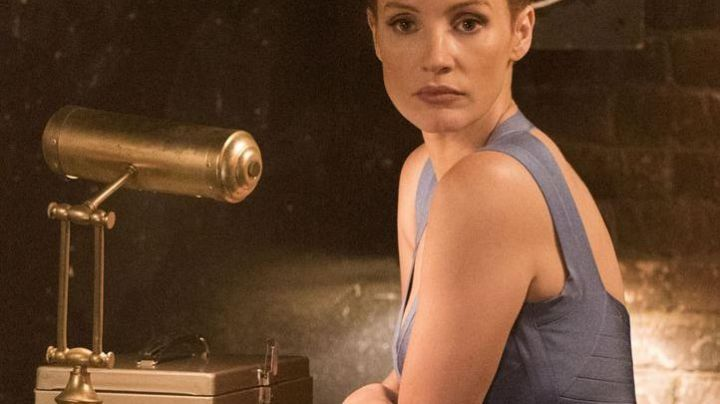 The dress bandage gray of Molly Bloom (Jessica Chastain) in The great game - Movie Outfits and Products
