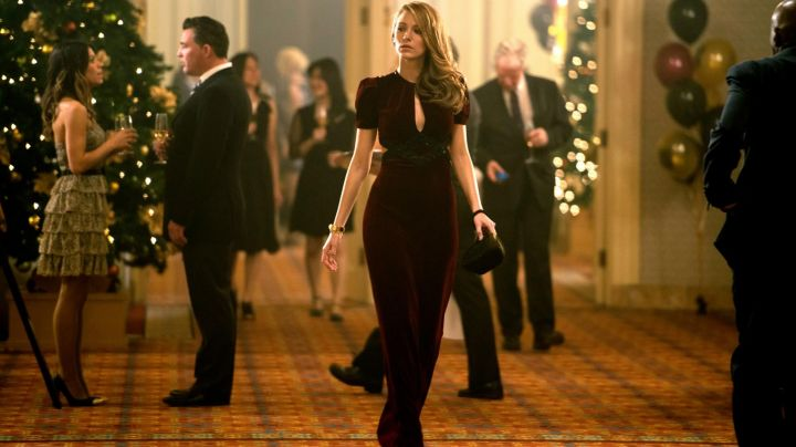 Fashion Trends 2021: The dress bordeau of Blake Lively in The Age of Adaline
