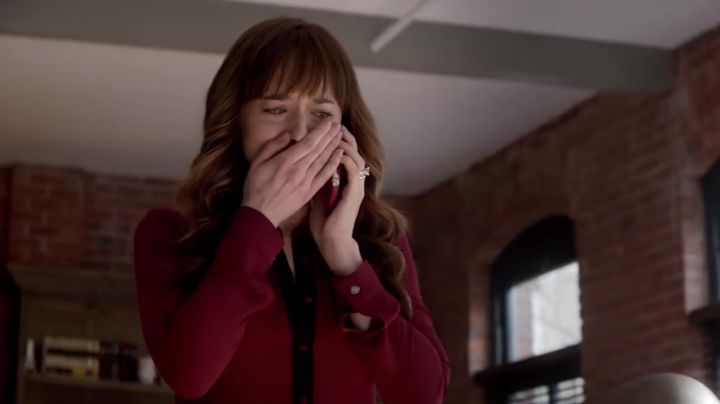 The dress bordeaux The Kooples of Anastasia Steele (Dakota Johnson) in Fifty shades lighter - Movie Outfits and Products