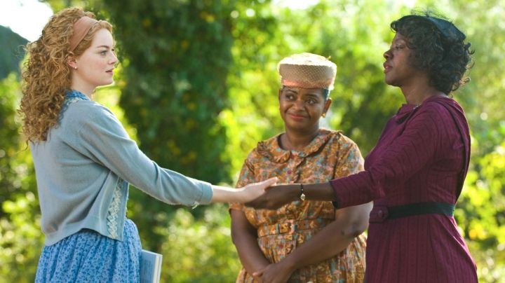 Fashion Trends 2021: The dress bordeaux Viola Davis in the Color of The Sentiments (The Help)