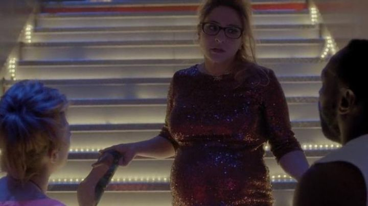 The dress bordeaux sequined Josephine (Marilou Berry) in the movie Josephine rounds Movie