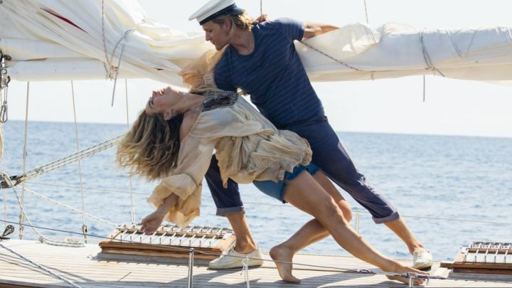 The dress naked shoulders hippie to the young Donna (Lily James) in Mamma Mia: Here we go again Movie