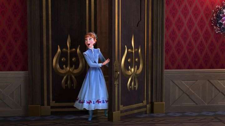 The dress of Anna for a child in The snow queen Happy holidays with Olaf - Movie Outfits and Products