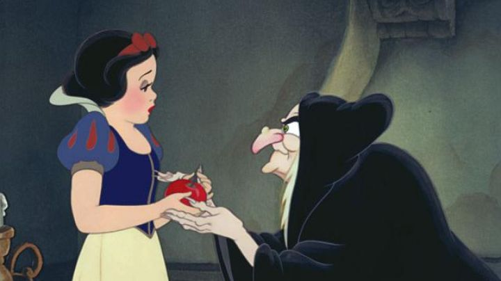The dress of Snow White in Snow White and the seven dwarfs - Movie Outfits and Products