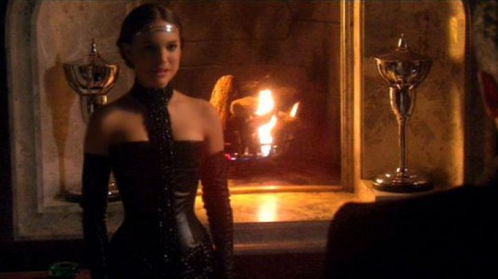 The dress of the dinner Padme Amidala (Natalie Portman) in Star Wars II : attack of The clones - Movie Outfits and Products