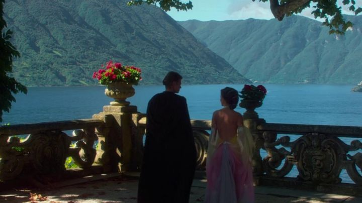Fashion Trends 2021: The dress of the lake of Padme Amidala (Natalie Portman) in Star Wars II : attack of The clones