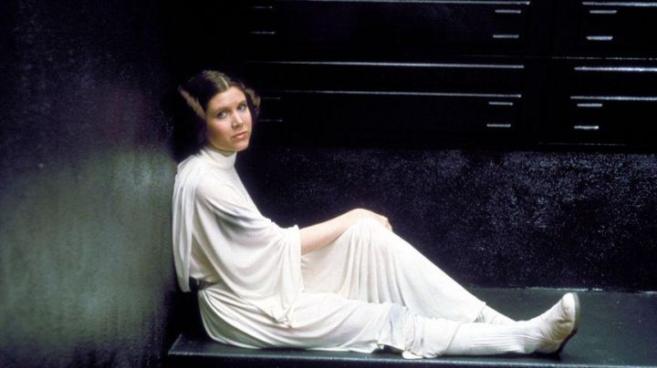 The dress / outfit of Princess Leia (Carrie Fisher) in Star wars - Movie Outfits and Products
