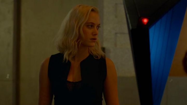 The dress plunging down from Maika Monroe in TAU. Movie