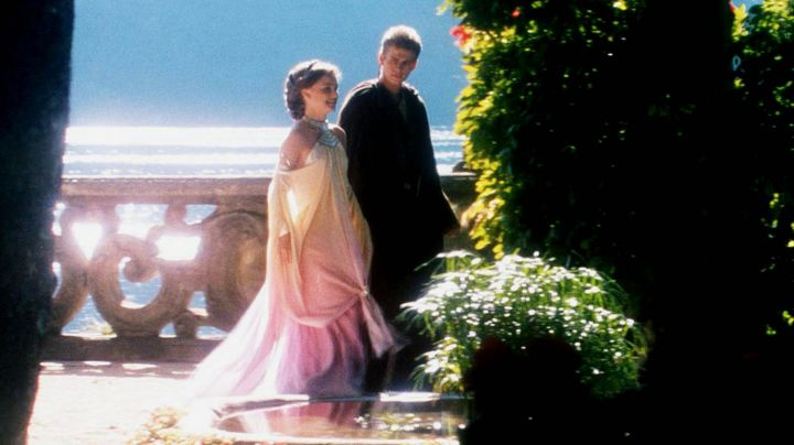 Fashion Trends 2021: The dress rainbow of Padme (Natalie Portman) on the edge of the lake in Star Wars Episode II