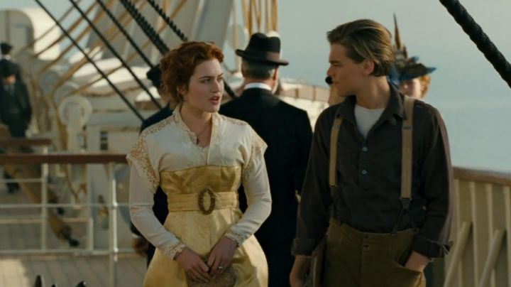The dress retro the white and yellow Rose DeWitt Bukater (Kate Winslet) in Titanic