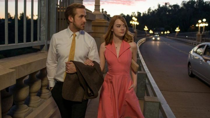 The dress shirt Mia (Emma Stone) in the The Land movie