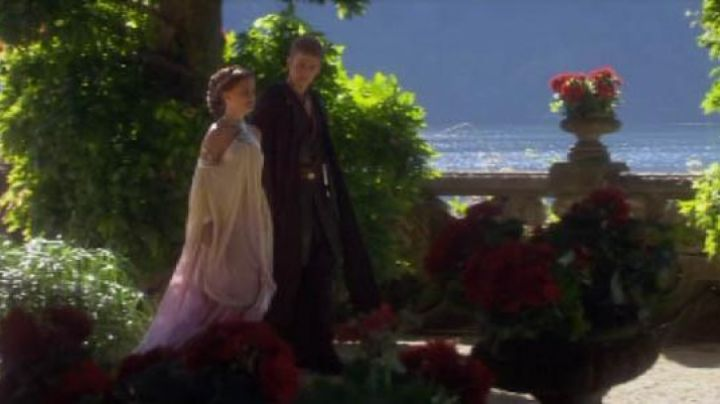 The dress to the edge of the lake of Padmé Amidala (Natalie Portman) in Star Wars III : Revenge of The Sith - Movie Outfits and Products