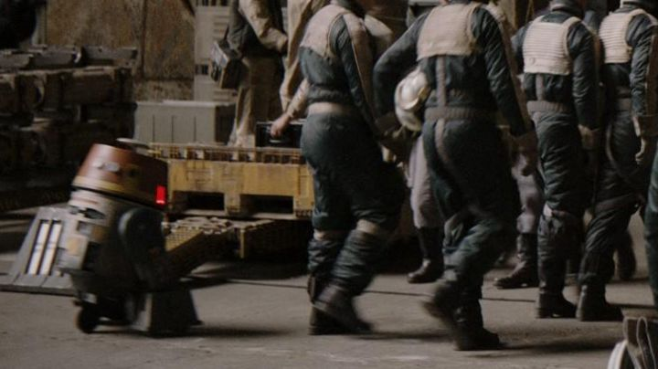 The droid Chopper in Rogue One : A Star Wars Story - Movie Outfits and Products