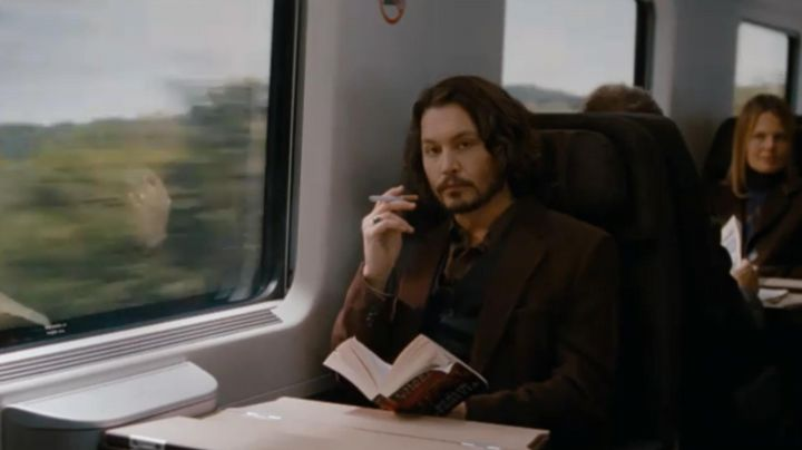 The e-cigarette Frank Tupelo (Johnny Depp) in The Tourist - Movie Outfits and Products