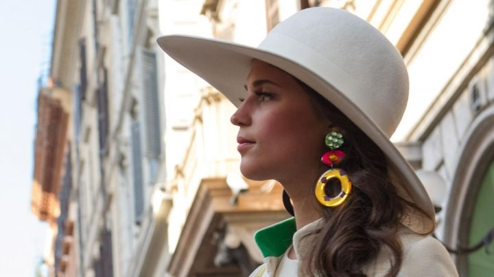 The earrings of Jennifer (Alicia Vikander) in very special Agents : Code U. N. C. L. E movie