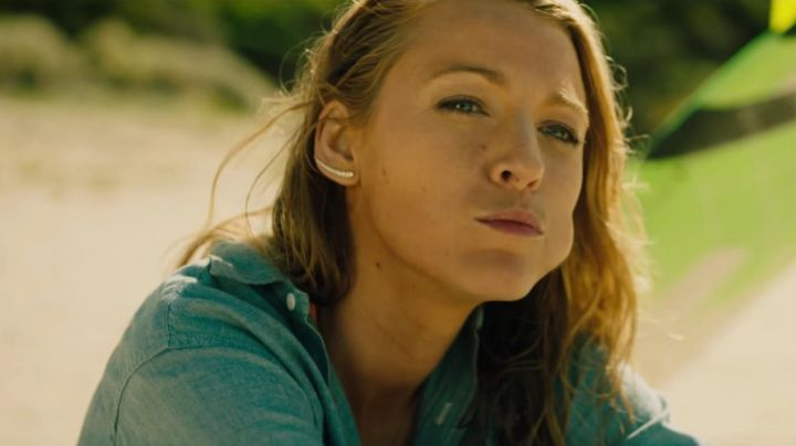 Fashion Trends 2021: The earrings of Nancy (Blake Lively) in The Shallows
