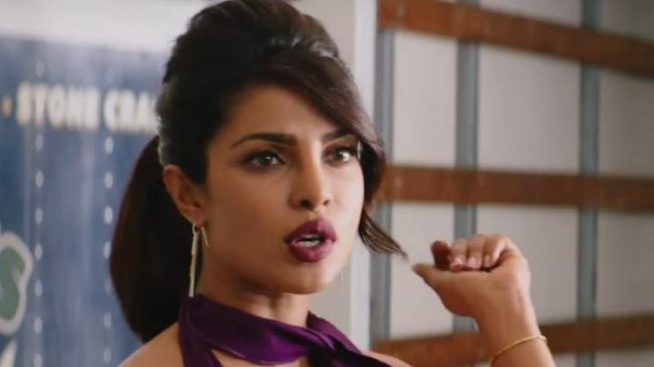 The earrings of Victoria Leeds (Priyanka Chopra) in Baywatch : baywatch