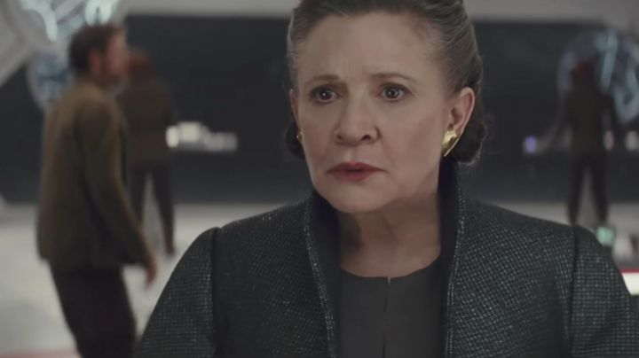 The earrings of the general Leia Organa (Carrie Fisher) in Star Wars VIII : the last Jedi - Movie Outfits and Products