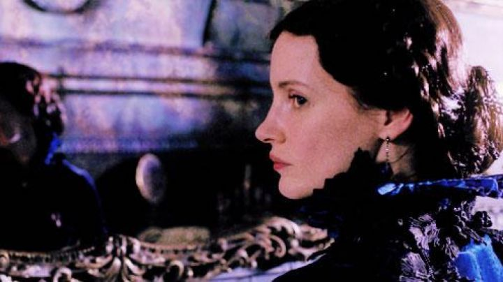 The earrings worn by Lucille Sharpe (Jessica Chastain) in Crimson Peak movie