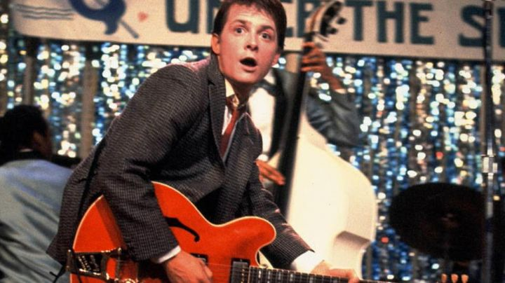 The electric guitar Marty McFly (Michael J. Fox) in Back to the future - Movie Outfits and Products