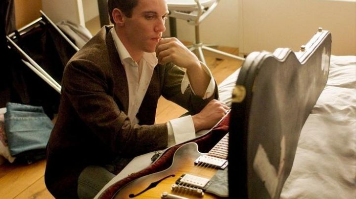 The electric guitar of Louis Connelly (Jonathan Rhys-Meyers) in the movie August Rush - Movie Outfits and Products