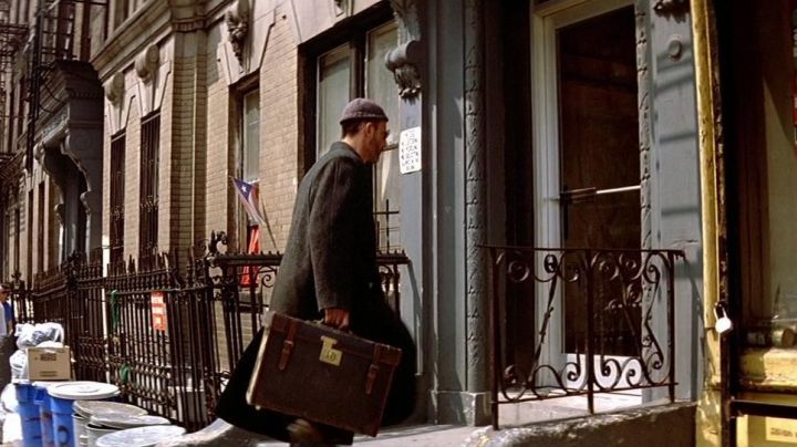 Fashion Trends 2021: The entrance to the New York apartment of Léon (Jean Reno) in Leon