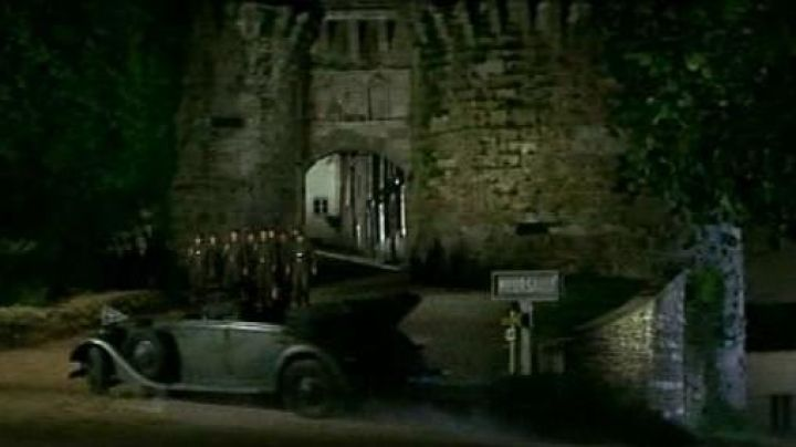 """The entry of Vézelay was renamed in Meursault in """"La Grande Vadrouille"""" - Movie Outfits and Products"""