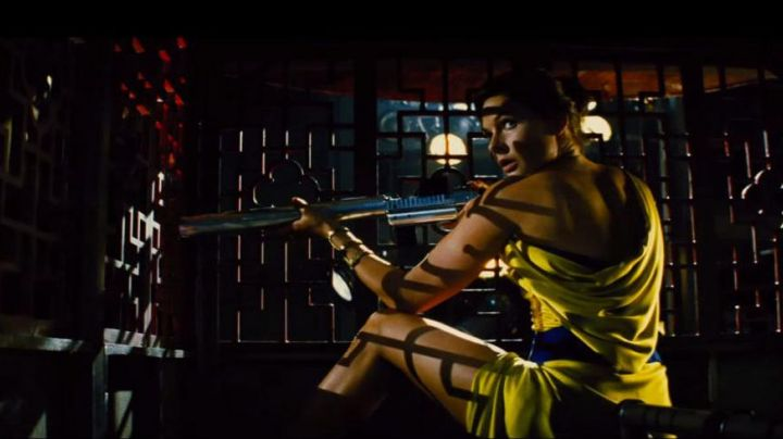 The evening gown yellow Ilsa faust (Rebecca Ferguson) in Mission : Impossible - Rogue Nation movie
