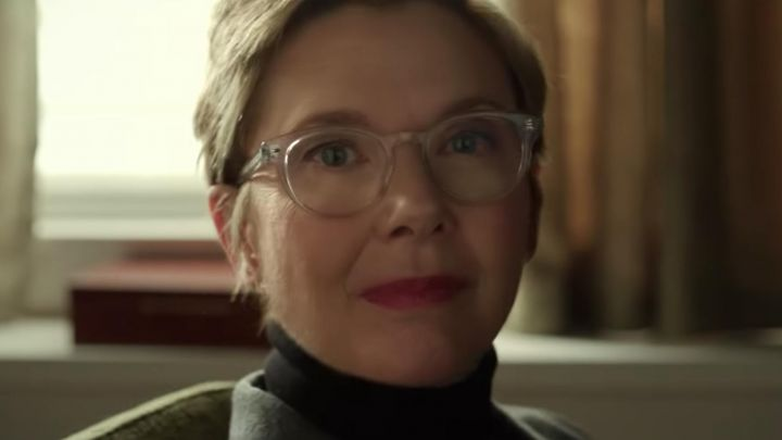 The eyeglasses are transparent to the Dr. Kate Morris (Annette Bening) in Life Itself Movie