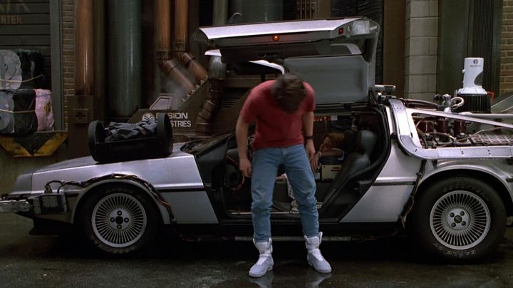 Fashion Trends 2021: The fameusues Nike Air Mag of Marty McFly (Michael J. Fox) in Back to the future II