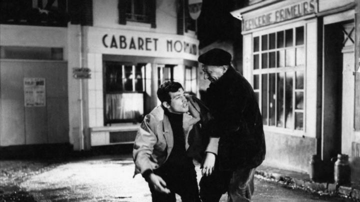 The famous Cabaret Normand of Villerville renamed Tigreville in A monkey in winter - Movie Outfits and Products