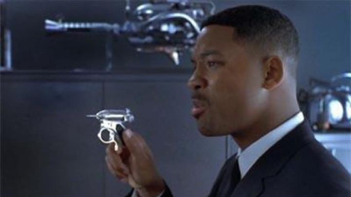 The famous Desert Infernal Agent Jay (Will Smith) in Men in Black movie