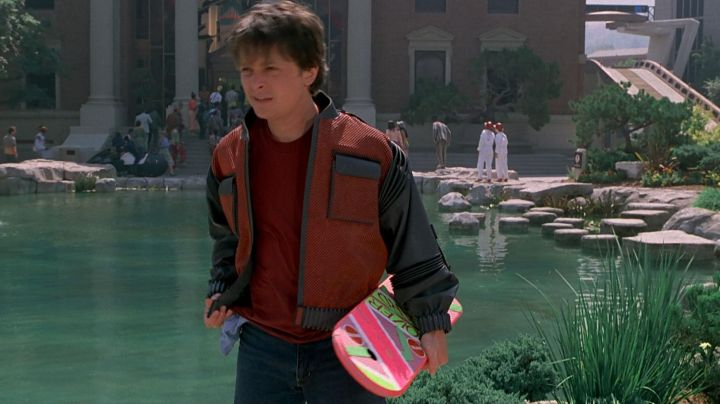 The famous Hoverboard Marty McFly (Michael J. Fox) in Back to the future II - Movie Outfits and Products