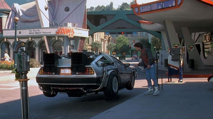 Fashion Trends 2021: The famous Nike Air Mag of Marty McFly (Michael J. Fox) in Back to the future II