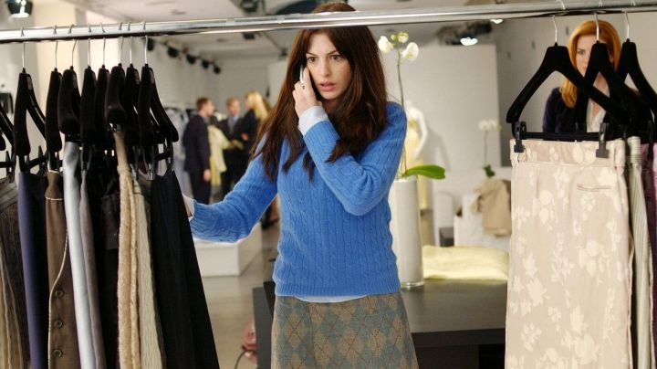 "The famous sweater ""cerulean"" by Andrea Sachs (Anne Hathaway) in The Devil wears Prada movie"