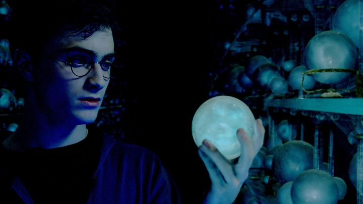 The figurine of Harry Potter (Daniel Radcliffe) in Harry Potter and the deathly hallows - Movie Outfits and Products