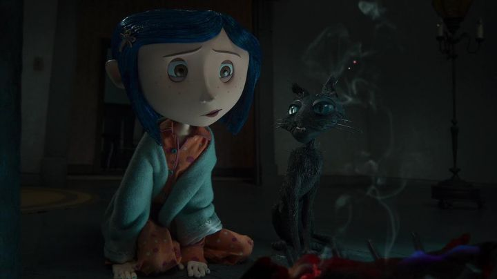 The figurine of the black cat in the animated film Coraline - Movie Outfits and Products