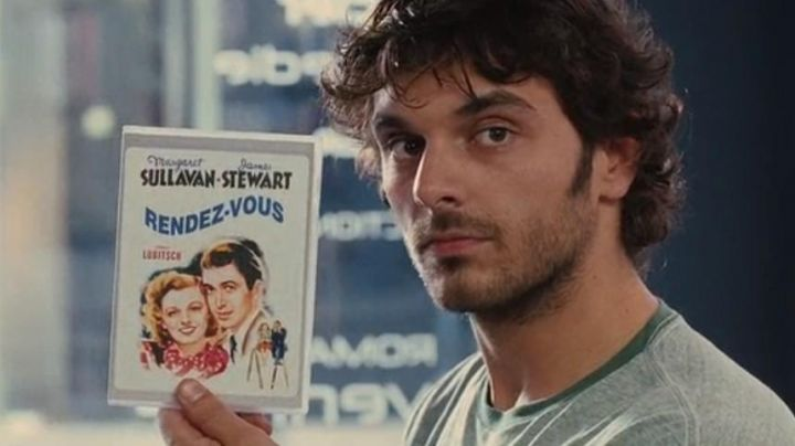 The film Rendez-vous seen in the video store in the film A happy event - Movie Outfits and Products