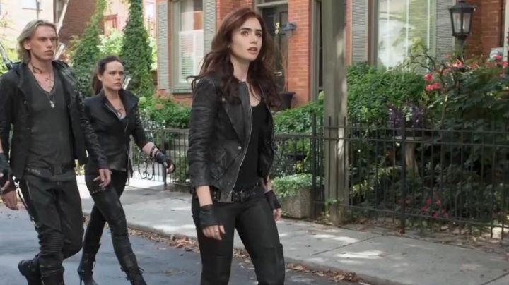 Fashion Trends 2021: The fingerless leather Clary Fray in The Mortal Instruments
