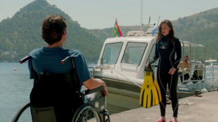 The fins scuba Lou Clark (Emilia Clark) in Before you - Movie Outfits and Products