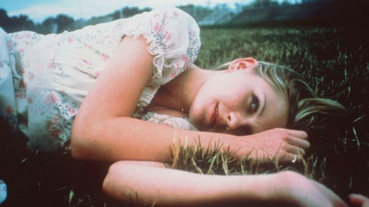 The floral dress vintage 70s Lux Lisbon (Kirsten Dunst) in The Virgin Suicides - Movie Outfits and Products