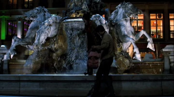 The fontaine Bartholdi in Lyon in I would eat - Movie Outfits and Products