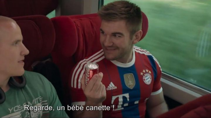 The football shirt Adidas of the Bayern Munich Alek Skarlatos in The 15:17 to Paris - Movie Outfits and Products