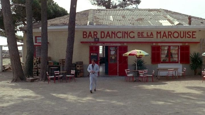 The former Dancing Bar in the Marquee at Hyères in the film Pierrot le fou - Movie Outfits and Products