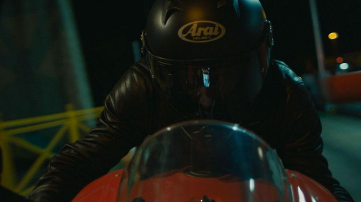 The full-face helmet Arai Toni (François Civil) in Burn out - Movie Outfits and Products
