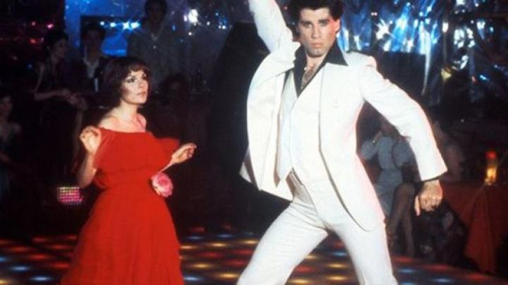 The full white seventies of Tony Manero (John Travolta) in Saturday night Fever - Movie Outfits and Products