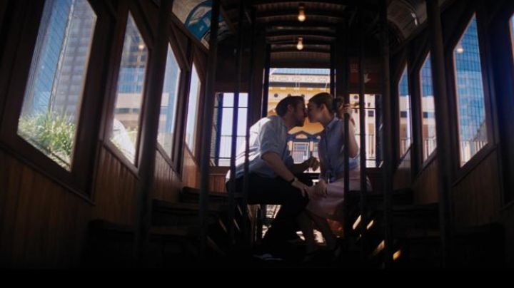The funicular railway up Bunker Hill in Los Angeles taken by Mia (Emma Stone) and Sebastian (Ryan Gosling) in the The Land - Movie Outfits and Products
