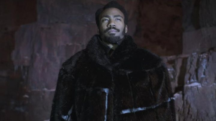 The fur coat of Lando Calrissian (Donald Glover) in Solo : A Star Wars Story Movie