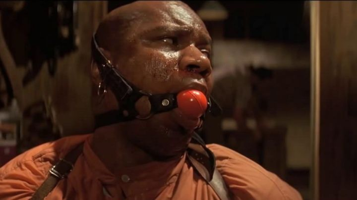 Fashion Trends 2021: The gag SM red ball of Marsellus Wallace (Ving Rhames) in Pulp Fiction