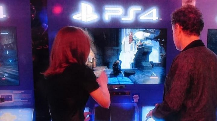 The game Console PS4 view in It - Movie Outfits and Products